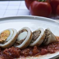 Gevulde pijlstaartinktvis met pittige tomatensaus