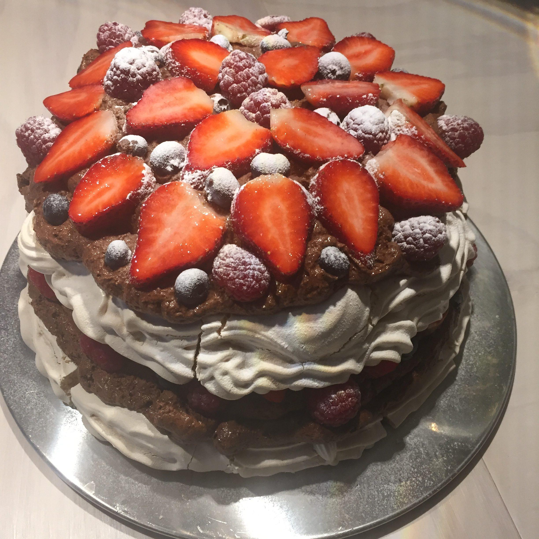 Pavlova met chocolademousse en rood fruit