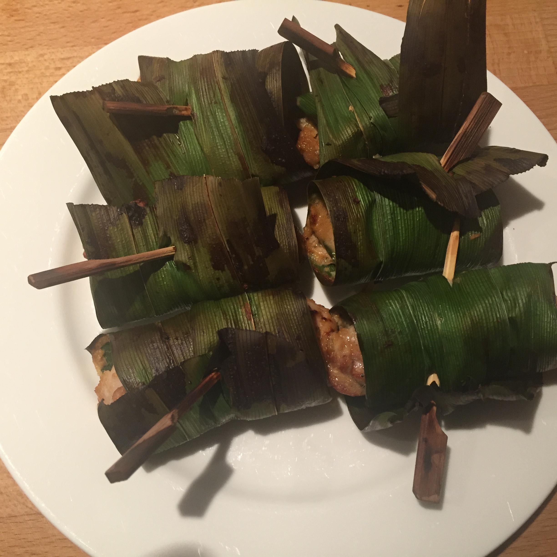 Gai Haw Bai Toey (gebakken kip in pandanbladeren)