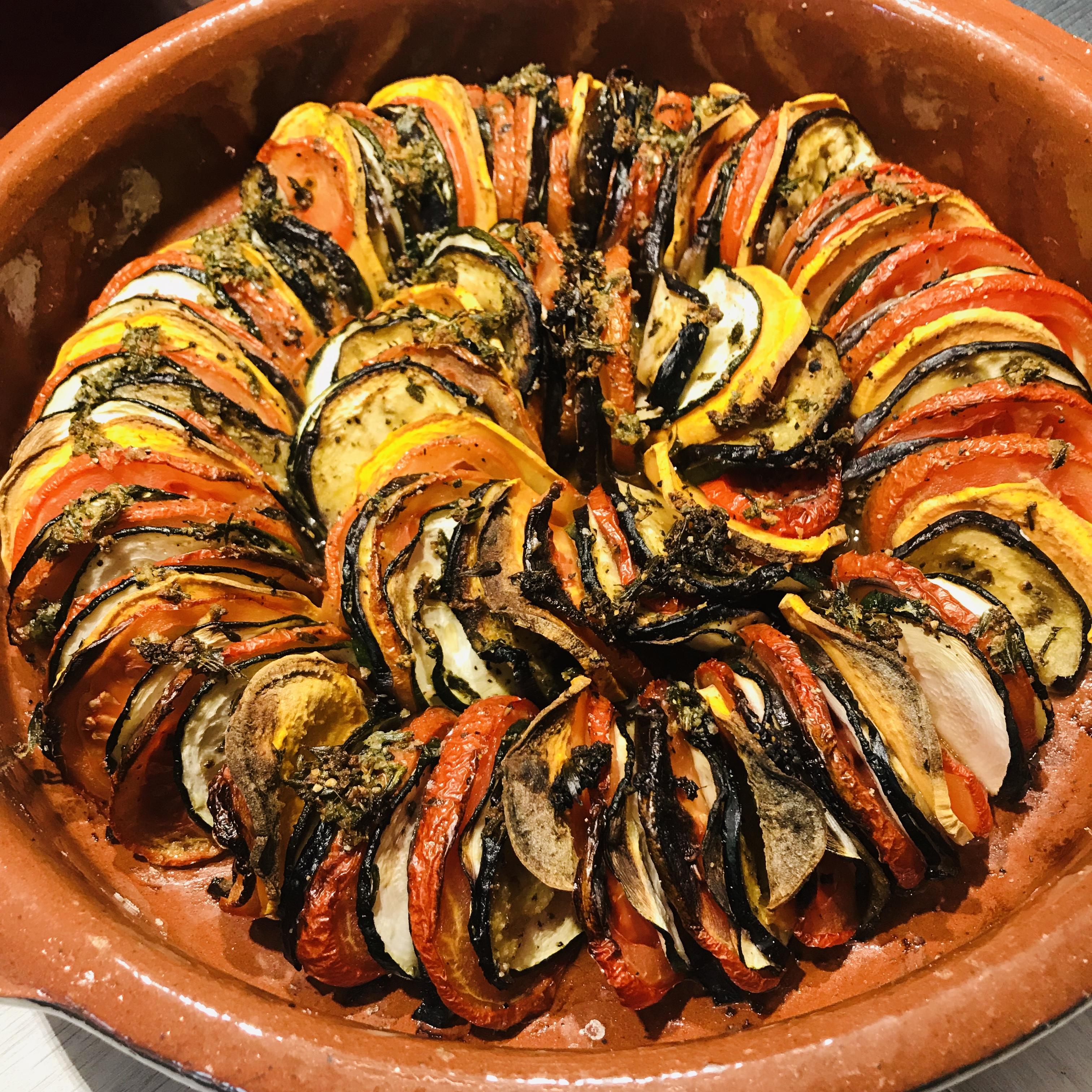 Tian met tomaat, courgette, aubergine en zoete aardappel