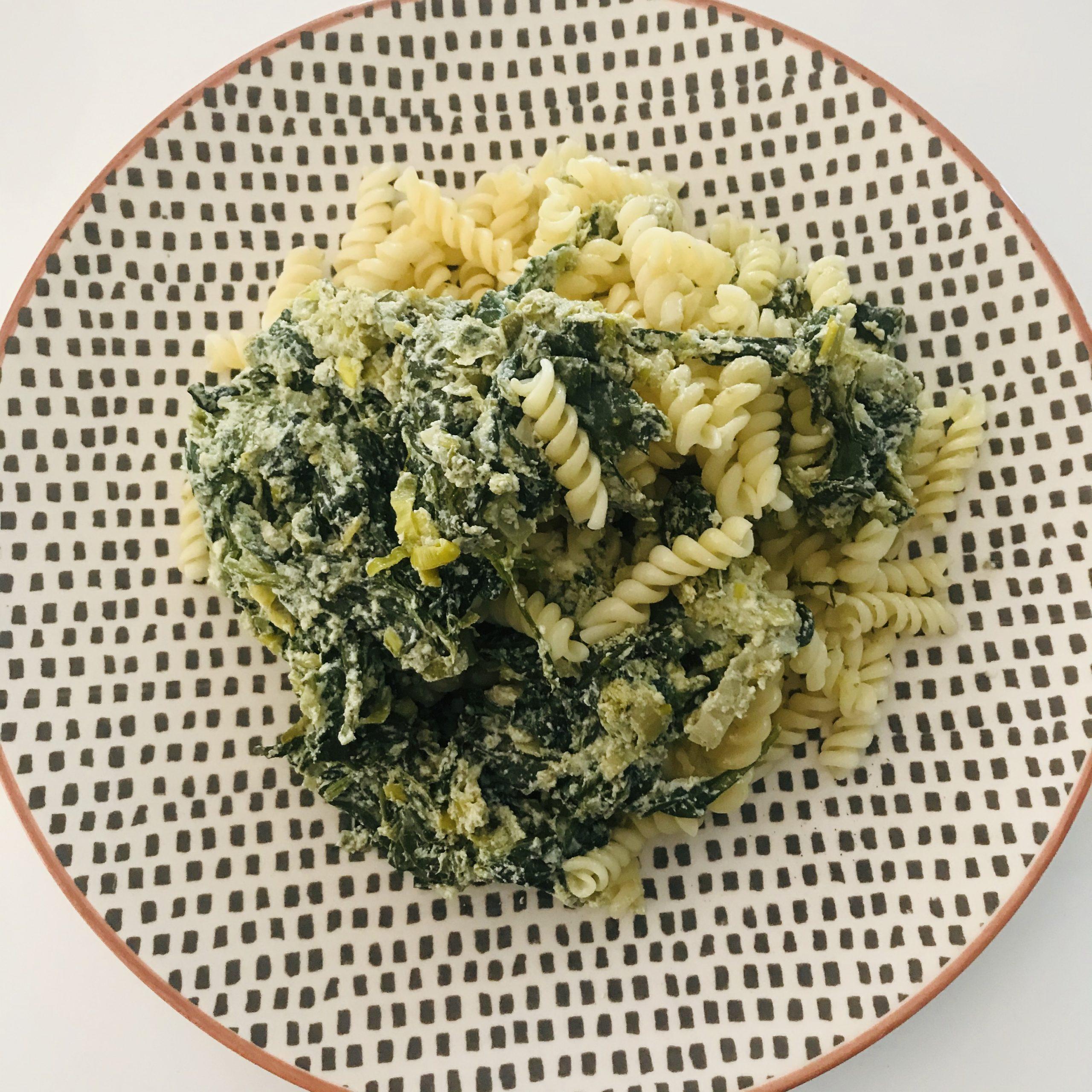 Pasta met verse spinazie, ricotta en pesto